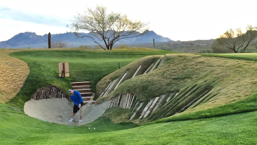 9 Golf Holes with Unique Features